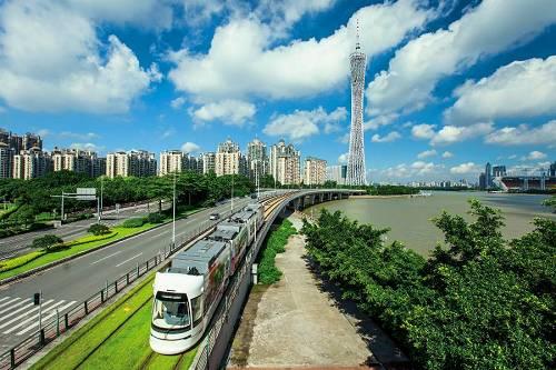 广州塔脚下,海珠有轨电车成了沿珠江游览的热门