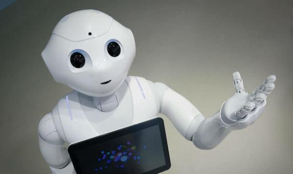 """曾经光环满身、被日本软银寄予厚望的人形情感机器人Pepper(意为""""胡椒""""),正将其背后的开发销售公司拖入亏损泥淖。"""