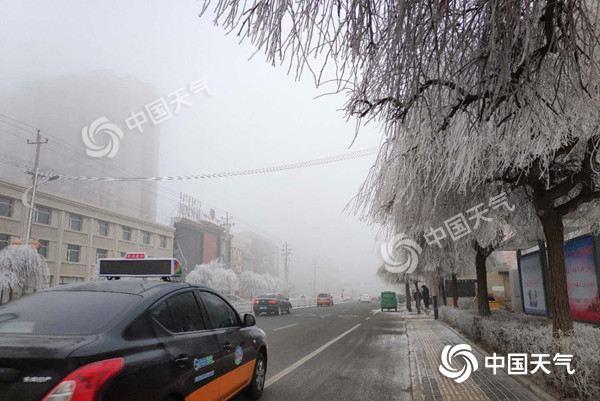 寒潮影响内蒙古 阵风6-7级气温最大降幅达10℃