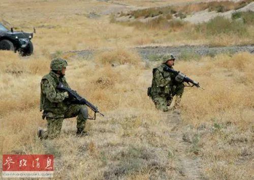 参加演习的日本陆上自卫队员