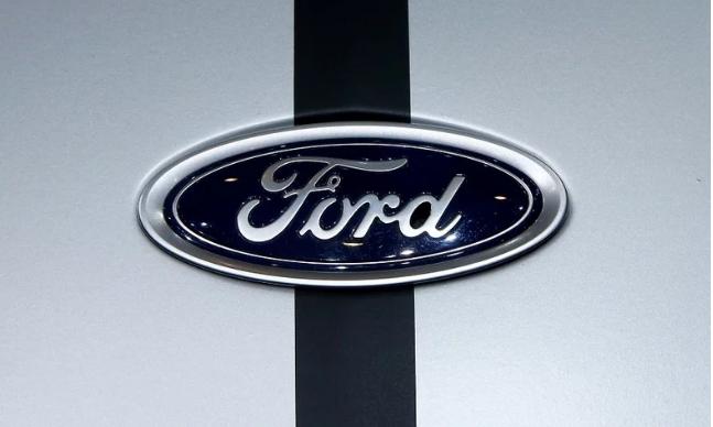 盖世汽车讯 当地时间1月23日,福特汽车公司公布了其2018年第四季度和全年的财务报告。其中第四季度福特亏损了1.16亿美元,是其两年来首次出现季度亏损。而由于北美地区利润率较低,再加上其他海外地区的损失,福特2018年全年利润下降了一半以上。