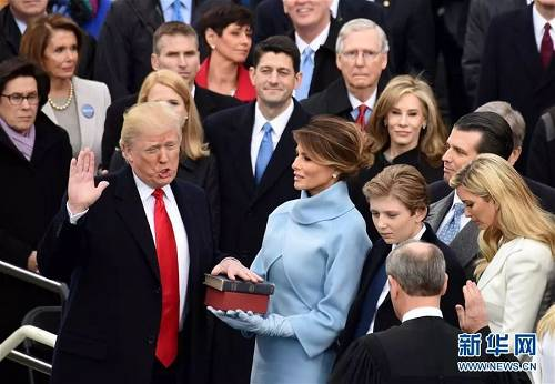 资料图片:2017年1月,特朗普在美国首都华盛顿国会山举行的总统上任