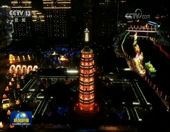 这个春节,深圳欢乐海岸、江苏溧水、甘肃白银的灯会,让举家出游的人们大饱眼福。