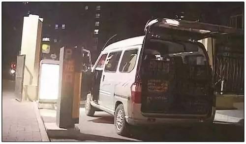 来自小刘朋友圈:凌晨进水果的小货车