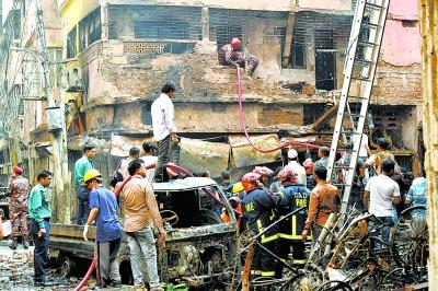 燃气罐爆炸引发大火 81人丧生
