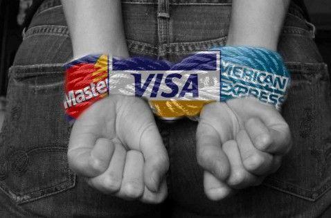 """新浪美股讯 根据国际清算银行(Bank for International Settlements)发布的全球家庭信贷总额占GDP百分比的数据,外媒制作了全球""""债务奴隶""""榜单。其中瑞士以128.8%的家庭债务/GDP比例高居榜首,而美国自金融危机以来,家庭债务占GDP百分比持续下降,在本次榜单中甚至未进前十。"""