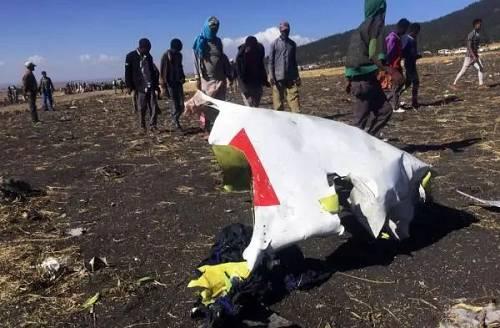 经核实,失事飞机上共有8名中国公民,包括1名香港居民。