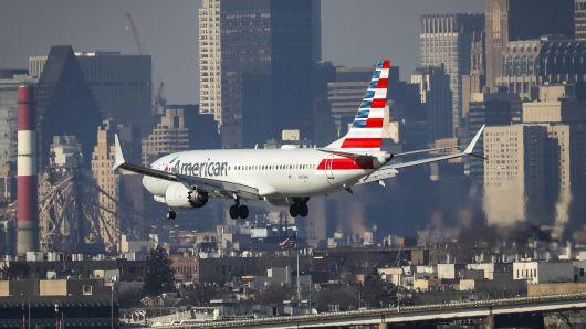 新浪美股讯 北京时间14日消息,墨西哥民航局周三下令暂停进出墨西哥的波音737 MAX 8和MAX 9航班,此前美国总统特朗普表示,将签署紧急命令,禁止这两款机型执飞。