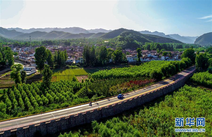 这是河北省邯郸市涉县河南店镇王堡村外的公路(2018年5月29日无人机拍摄)。新华社记者 王晓