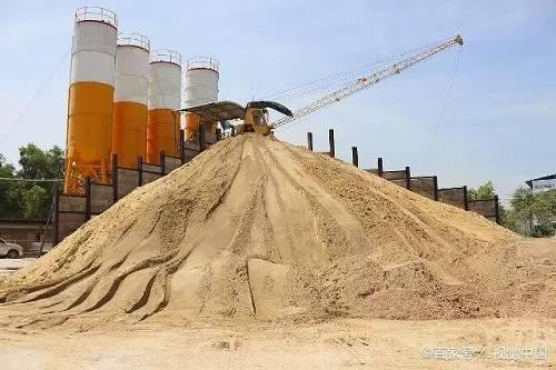 如今购买水泥需提前一个月预付款,且水泥厂家并不能百分百保证随时发货,需按照厂家的调度。
