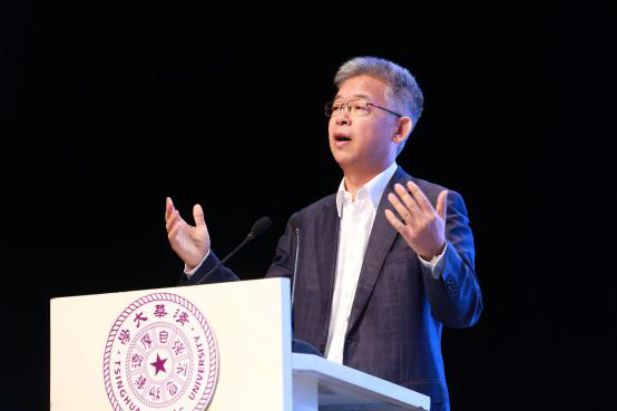 北京大学国家发展研究院副院长黄益平