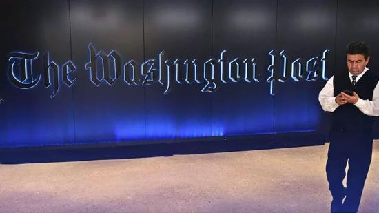 """据贝克了解,沙特当权者对贝索斯旗下的《华盛顿邮报》""""恨之入骨""""。因为长期批评沙特政府的记者贾马尔· 卡舒吉(Jamal Khashoggi)在2018年10月于沙特驻土耳其伊斯坦布尔领事馆被杀害之前,一直为《华盛顿邮报》效力。"""