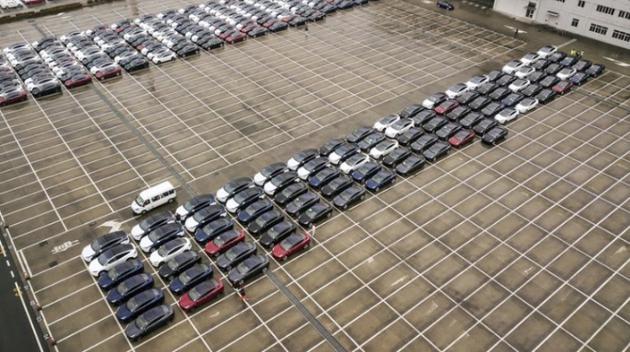 2月22日停在上海港口的特斯拉Model 3与Model X电动汽车
