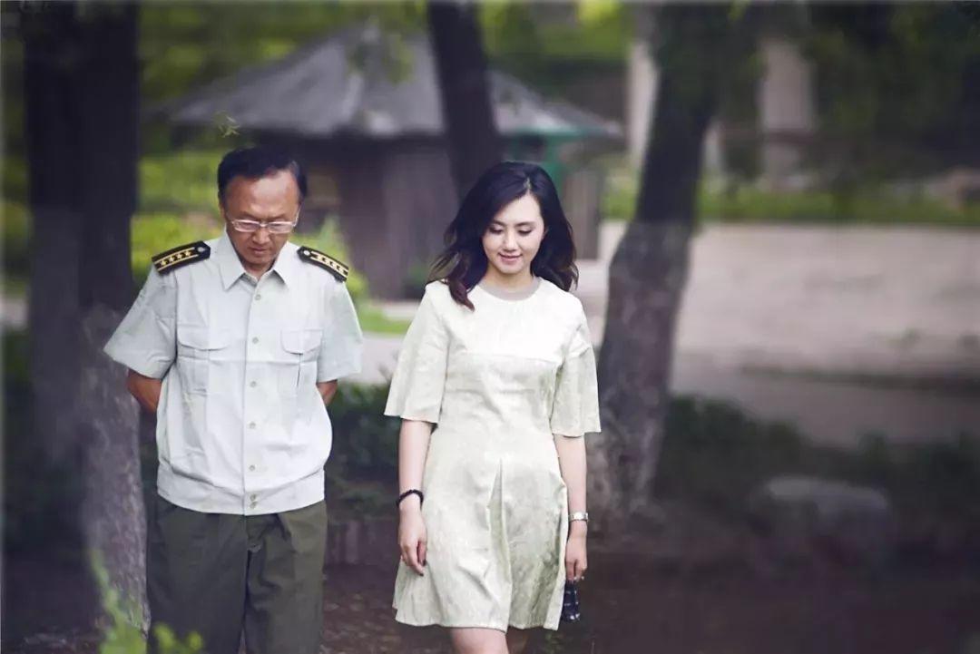 从婚姻破裂,跑龙套8年,到治愈百万人:人生要好命,一定得读书
