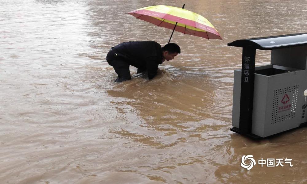 暴雨不断 广东怀集积水严重