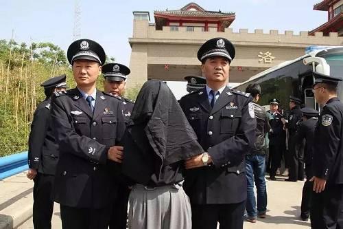 4月29日夜,偃师市公安局集结警力,长途到达武汉市,并于4月30日14时许对公司和秘密据点同时实施包围,当场控制75名犯罪嫌疑人。