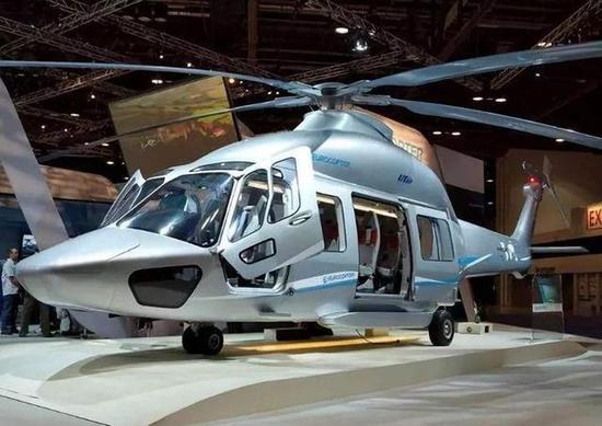 比如直-15型直升机最大起飞重量约为7吨精品在线观看,比直-9海豚的4吨扩大近一倍,因此装载性能明显优于直-9,特别是直-15撤出了驾驶舱和货舱之间的隔断,从而让整个飞机机舱形成一个整体,增加了飞机内部空间和载荷能力,而飞机货舱也可以安装可拆卸式内置油箱,以增大飞机的航程。同时10吨级的直-20和13吨级的直-8直升机相比,直-15的吨位小,飞机尺寸也小,因此,很多后两者无法应用的地方,用直-15可以轻松抵达,比如装备数量高达30艘的054A护卫舰的甲板。而且最重要的是,直-15是双发设计,而直-8是三台发动机,因此飞行成本和维护保养方面,直-15对直-8有明显优势。但是,目前情况而言,直-15却无缘中国军方,这主要是因为如下原因: