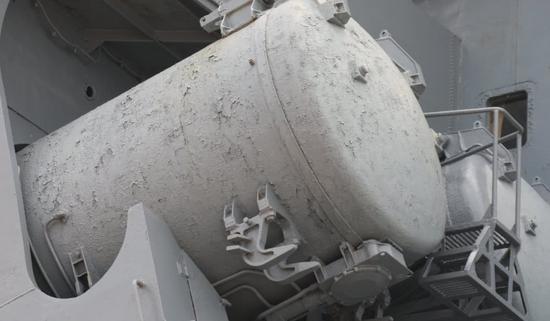 不久前来华的光荣级巡洋舰瓦良格号,历史的厚重感随处可见