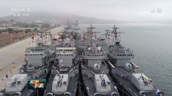 """也正因此,有俄罗斯军迷在相关资讯的评论区下面留下了这样一句感慨:""""把这4艘舰都给俄罗斯也挺好……从照片上看它们和新的没啥两样,甚至连锈迹都看不出来……"""""""