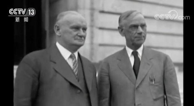 1930年5月,1028名经济学家联名上书时任总统胡佛,希望否决这个法。案。但时任总统胡佛最终还是签署了《斯姆特-霍利关税法。案》。