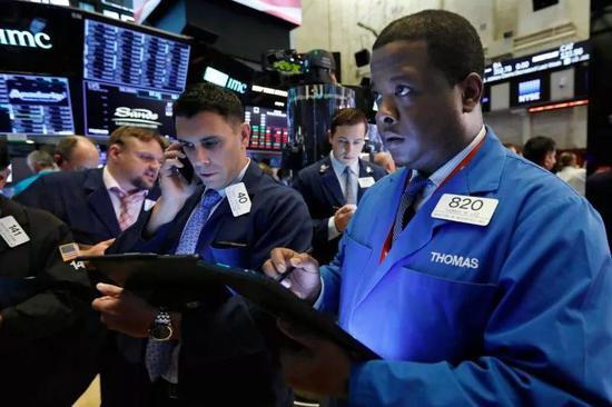 固然美股市场昔时一个月在不幸的国际贸易背景下勉强算是守住了阵地,但是这并意外味着就能够安枕无忧郁了。原形是,越来越众的迹象都表现,全球经济降温的速度大幅超过预期,比很众所谓行家期待投资者笃信的要快得众。