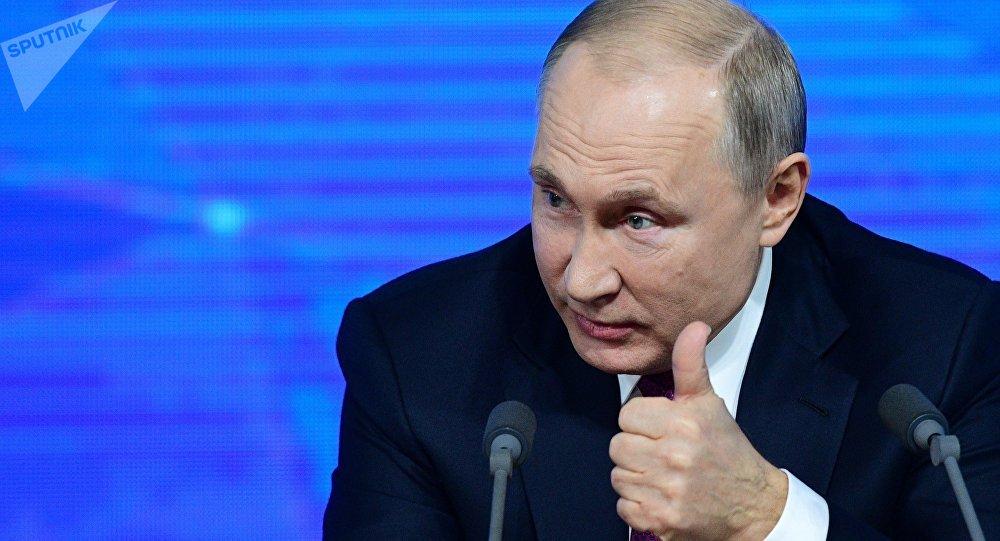 其中,俄罗斯当局的行为最大,俄罗斯总统普京试图打破该国对美元的倚赖,在十年内将其黄金贮备增补了三倍,现在,俄罗斯是全球第5大黄金持有国,仅次于美国、德国、意大利、法国。同。时俄罗斯也在大幅减持美国国债,这表现了普京的往美元化的壮志凌云。