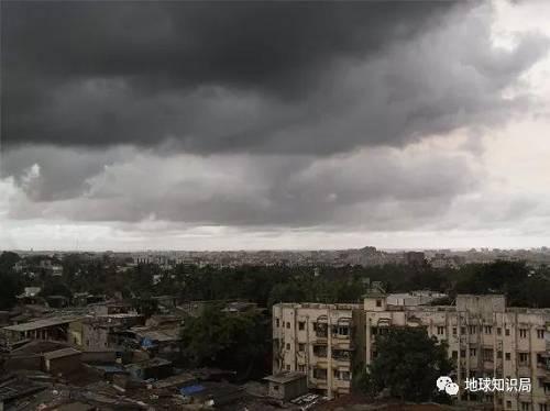 季风来临前的季风云(图片来自wikipedia@Enygmatic-Halycon)