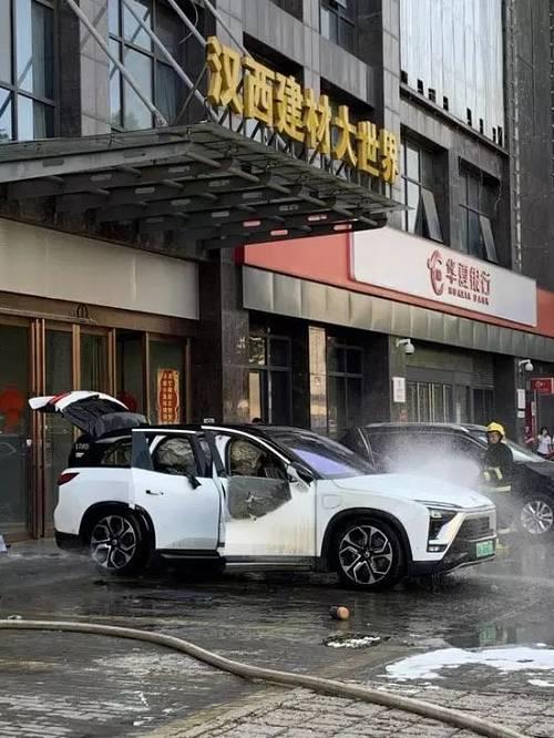 针对下午微博用户所发布的蔚来ES8在武汉市自燃的事件,@蔚来 在官方微博发布声明,称明火已被扑灭,未发生人身伤亡及其他财产损失。该车辆着火原因未明。蔚来已经启动调查,待原因查明后将及时公布
