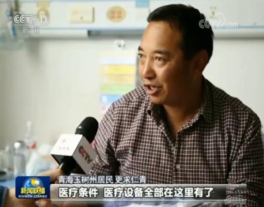 """刘云军还专门制订了""""三年人才培训规划"""",把骨干医生送到省内三级医院学习,同时让北京专家对玉树医生进行技术帮扶,培养出来的医疗技术骨干超过百人。"""