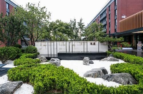 基于集团稳固基石的考量,北京万科的养老业务自2019年起也逐步收敛聚焦于两大产品线――突出专业护理能力的怡园和营造睦邻友好关系的随园。