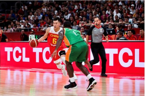 史无前例中国举办大球赛事,TCL携中国男篮绽放全球