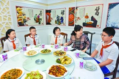 热文:和校长吃顿饭要来个篮球场