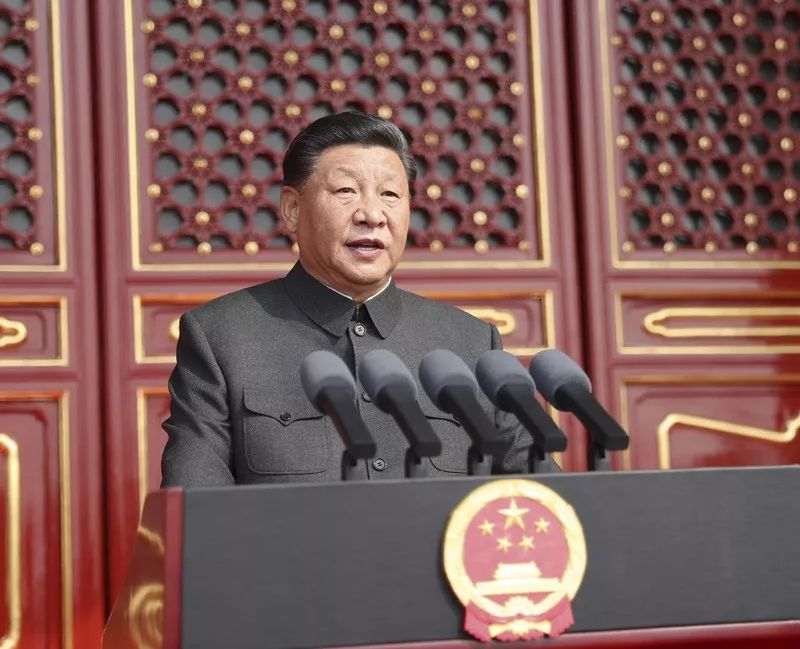 10月1日,庆祝中华人民共和国成立70周年大会在北京天安门广场隆重举行。中共中央总书记、国家主席、中央军委主席习近平发表重要讲话。
