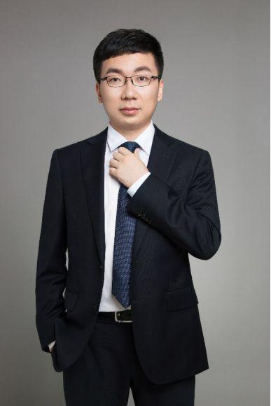 趣链科技CEO李伟:技术员工案头