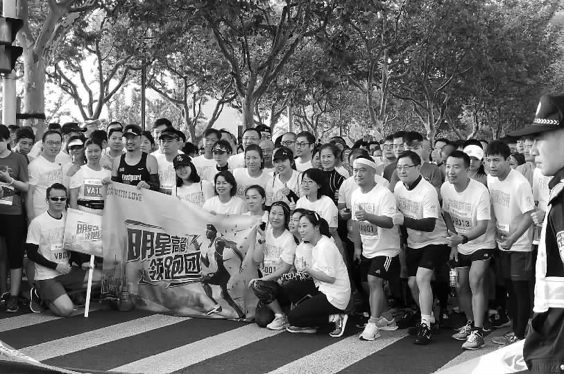 上海国际企业半程马拉松昨晨开跑