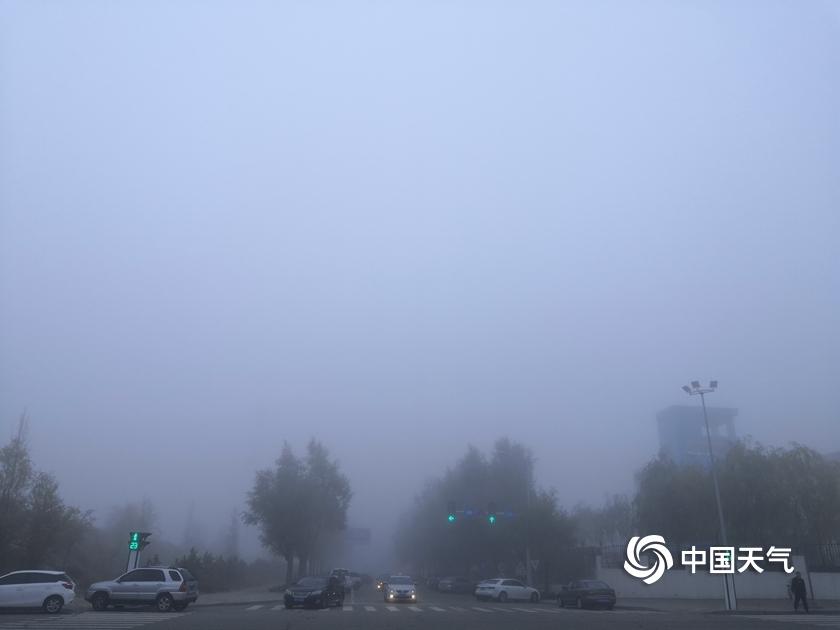 内蒙古鄂尔多斯雾气朦胧  能见度