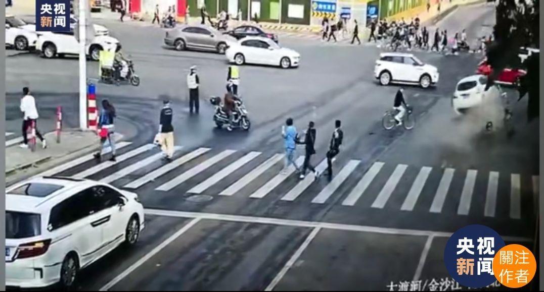 突发!上海一起交通事故目前造成2死12伤