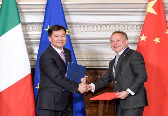 图:今年3月,苏宁与ITA签署战略合作协议