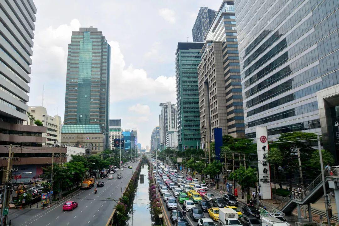 """现在赚钱的行业:""""去泰国买房养老、度假…""""泰国楼市中国买家爆炸式增长!但曼谷楼市或现拐点"""