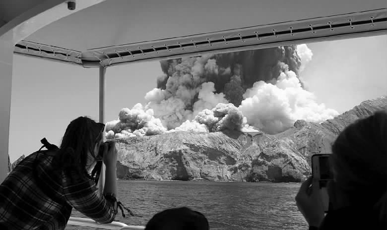新西兰火山喷发 两名中国公民受伤