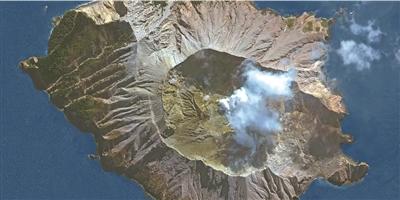 新西兰火山喷发死亡人数升至8人 受伤人员急需皮肤捐献