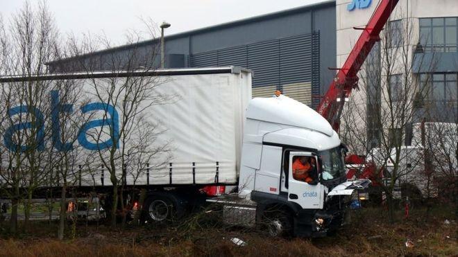 希思罗机场附近发生车祸 3名英航机组人员死亡