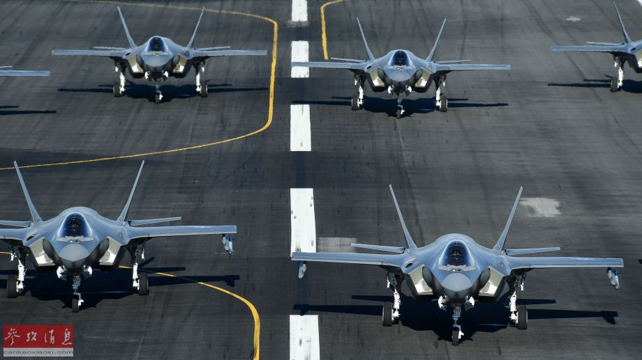 航拍角度拍摄的F-35A机群片面照片。