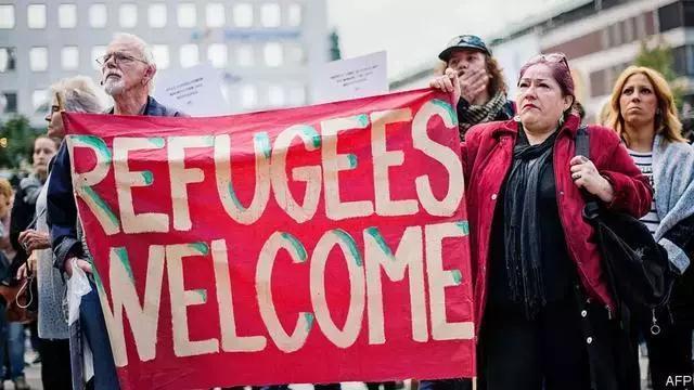 16万难民进入以后,这个高福利国家显现危急!还有几百万难民正准备涌来……
