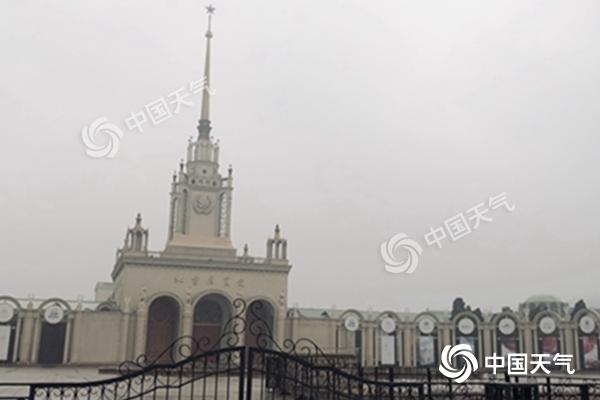 北京大雾行车需谨慎 明日天空放晴暖意回归