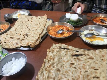 伊朗传统早餐(相通吾们的煎饼果子)