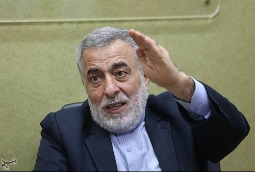 伊朗卫生部部长表示,目前已经做出两个重要决定:一个是组建30万个疫情排查小组;另一个是所有大中小学及教育机构停课至3月20日。
