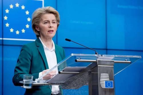 3月16日,在比利时布鲁塞尔的欧盟总部,欧盟委员会主席冯德莱恩出席记者会。新华社发