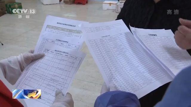 困难群众名单、残疾人名单、特扶名单、确诊出院名单……胡明荣为社区内每个特殊群体都制作了一张详细的表格。