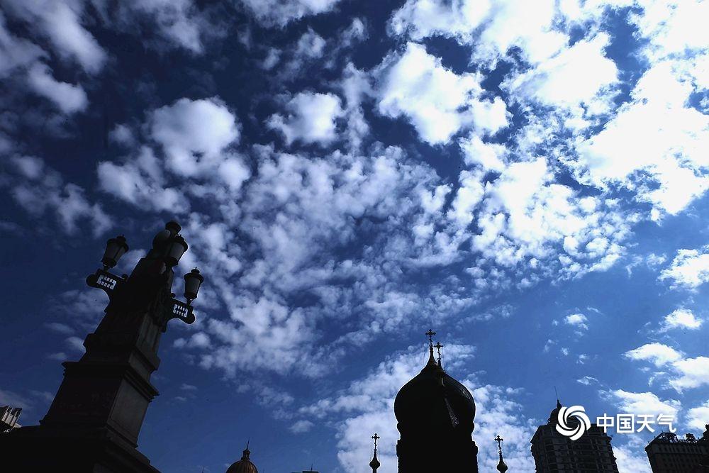 """哈尔滨主城区现天空 """"水晶蓝"""" 扮靓冰城如童话世界"""